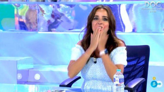 Carmen Alcayde, durante su debut en 'Sálvame' / Telecinco