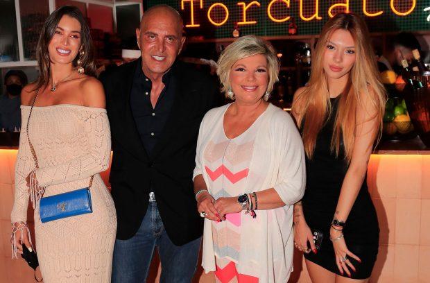 A la fiesta de cumpleaños de Terelu Campos no faltaron amigos como Kiko Matamoros y su novia Marta López / Gtres