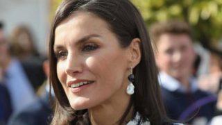 Primark convierte en blusa de 11 euros el vestido favorito de la reina Letizia