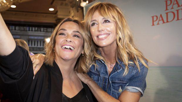 Toñi Moreno y Emma García en el estreno de 'El humor de tu vida'./Gtres