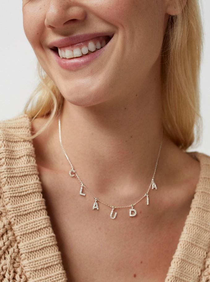 El collar que une a Carrie Bradshaw y Kate Middleton está en Parfois por menos de 50 euros