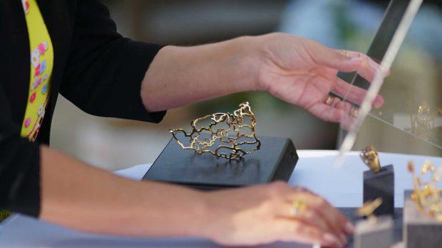 Pieza de joya en oro amarillo 18K de la diseñadora Lisi Fracchia.