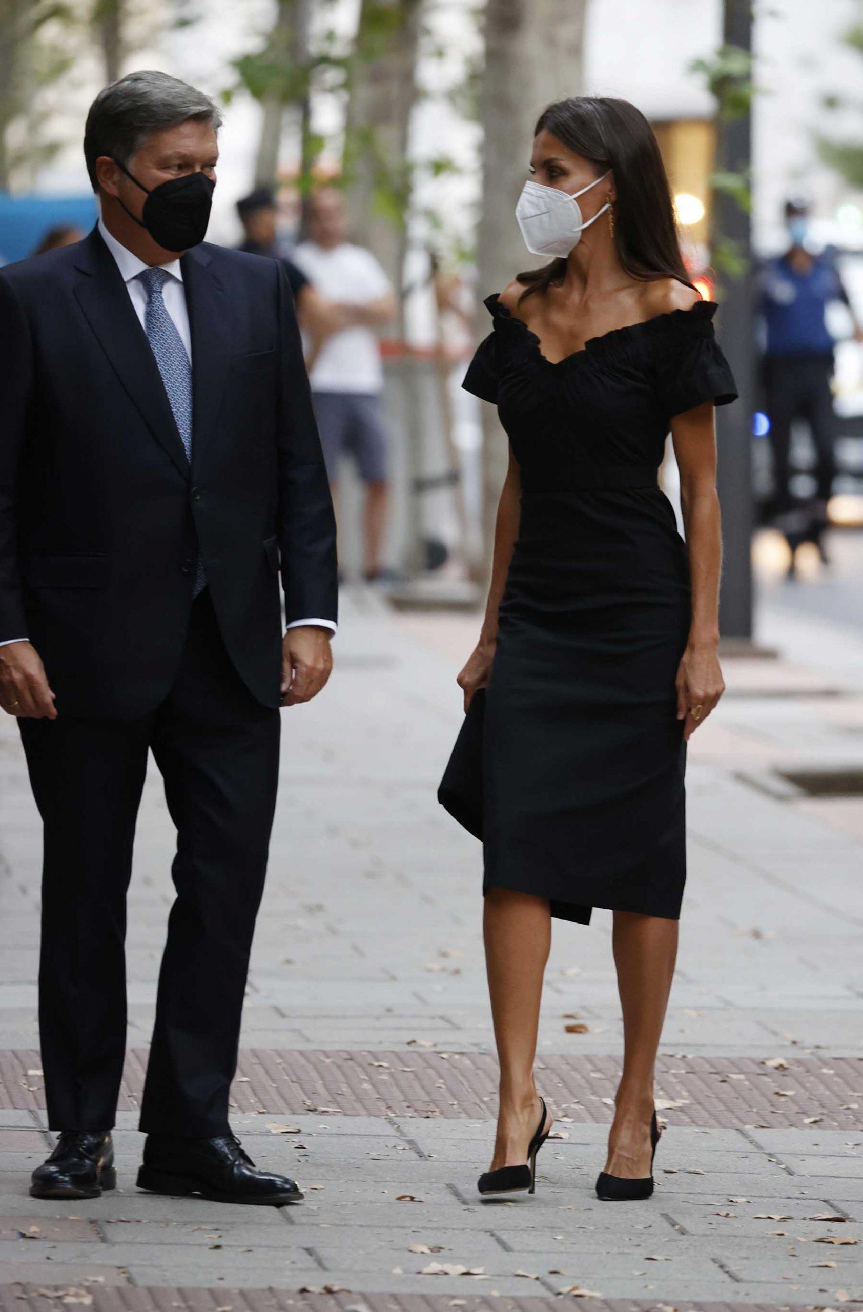 Letizia ha estrenado un favorecedor vestido negro / GTRES