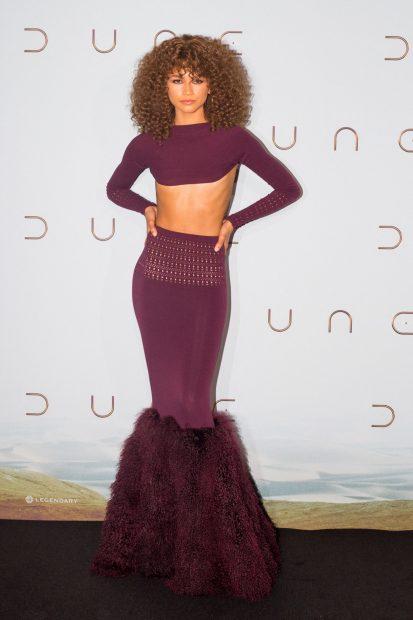 Zendaya luciendo un vestido burdeos de diseño asimétrico./Gtres