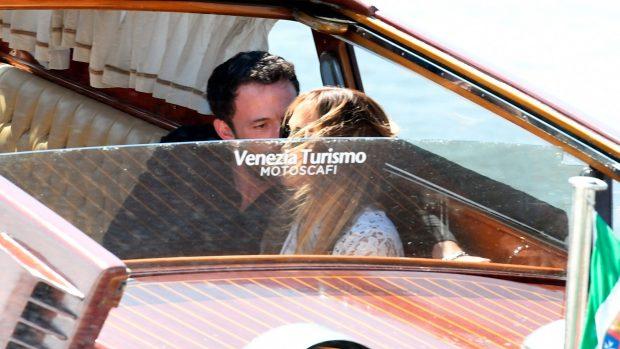 Jennifer Lopez y Ben Affleck, a su llegada a Venecia / Gtres