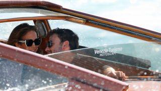 Las muestras de cariño han marcado la llegada de Jennifer Lopez y Ben Affleck a Venecia / Gtres
