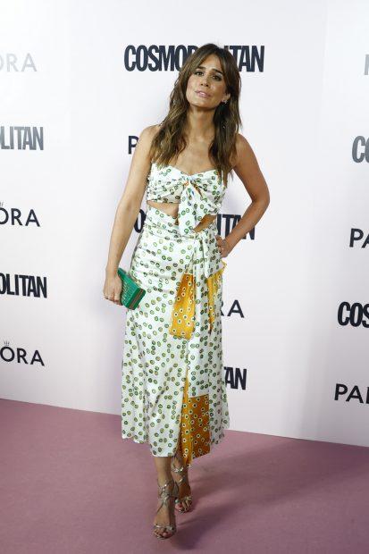 Isabel Jiménez ha lucido un vestido formado por dos piezas: top y falda fluida con el mismo estampado./Gtres