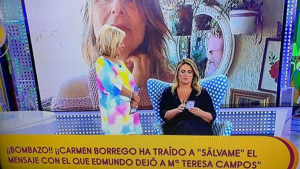 Carmen Borrego le enseña a Carlota Corredera el mensaje con el que Edmundo Arrocet habría dejado la relación con María Teresa Campos / Telecinco