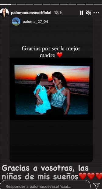 Paloma Cuevas recibe la felicitación de sus hijas./Instagram @palomacuevasofficial