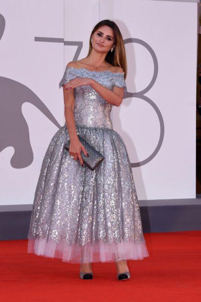 La actriz se ha decantado por un vestido plateado para la gran ocasión./Gtres