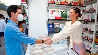 Claudia Osborne y José Entrecanales en la Feria del Libro de Madrid / Gtres