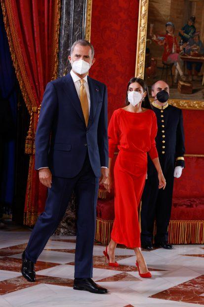 La Reina Letizia ha apostado por su color fetiche: el rojo./Gtres