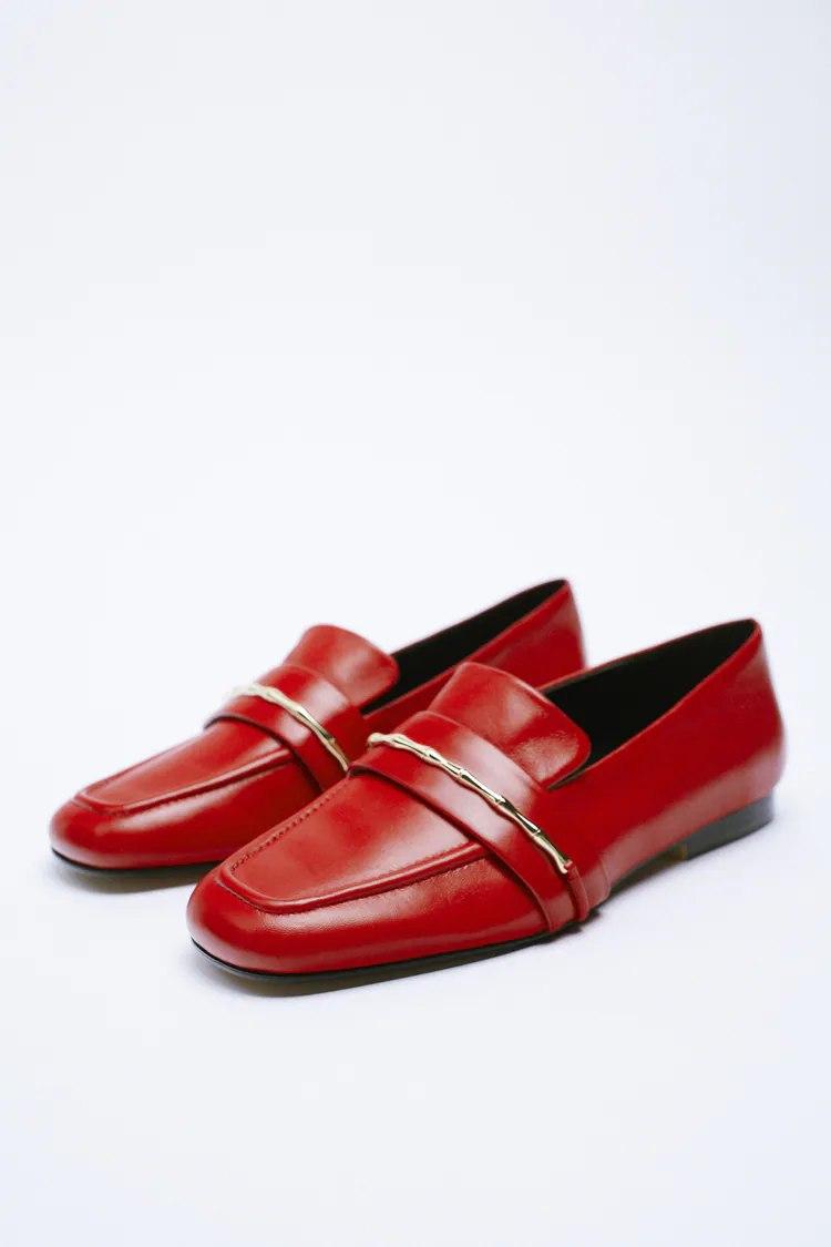 Las mules y mocasines, las otras opciones de Zara para no sacar las botas del armario