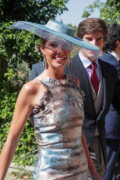 Belén Corsini muy sonriente en la boda de su hermana María./Gtres
