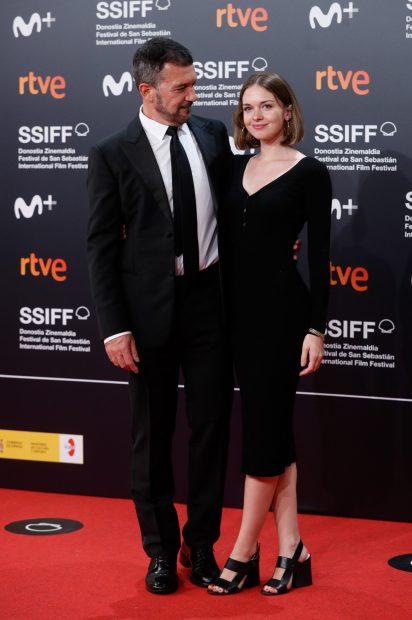 Antonio Banderas y su hija, Stella del Carmen posando en el 'photocall' del Festival de San Sebastián./Gtres