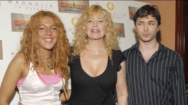 Sofía y Ángel Cristo Jr. junto a Bárbara Rey en una imagen de archivo./Gtres