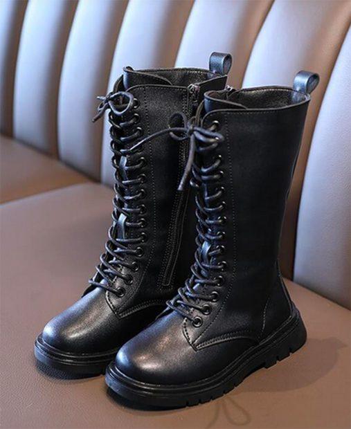 Botas negras con cordones de Shein./Shein
