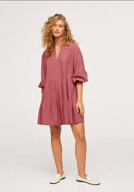 Vestido rosa de Mango que se puede adquirir por 14,99 euros./Mango