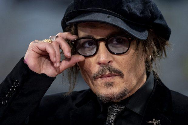 Johnny Depp ha recibido el premio Donostia en el Festival de Cine de San Sebastián, adonde ha llegado ataviado con su inconfundible apariencia / Gtres
