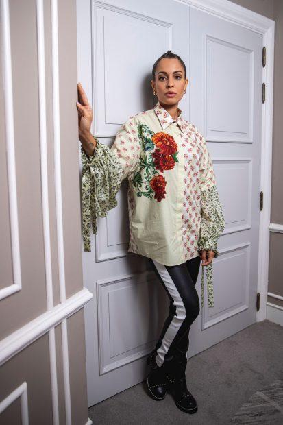 Hiba Abouk ha posado con un look fiel a su estilo, siempre pegado a las últimas tendencias / Gtres