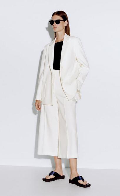 Amelia Bono arrasa con un blazer como este de Zara para ir a la oficina